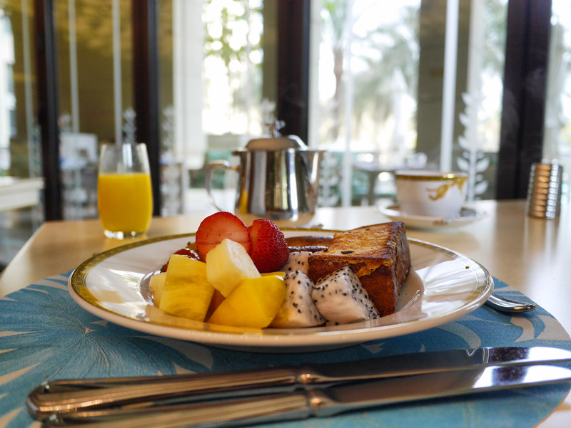 Giardino Restaurant Breakfast: Fresh Fruit Selection and French Toast
