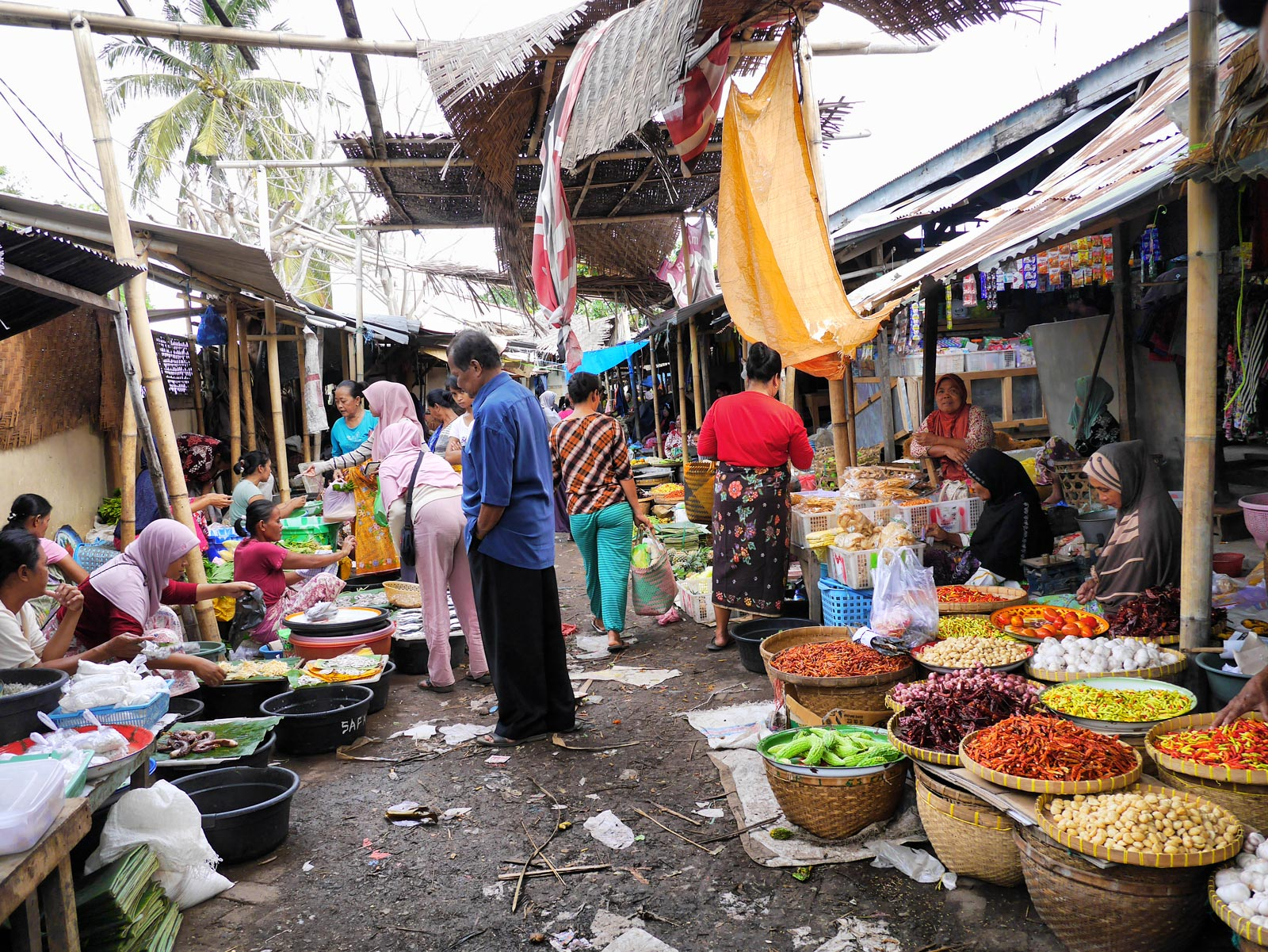 Mingling with the Locals at Tanjung Market - Lombok & The Gili Islands, Indonesia